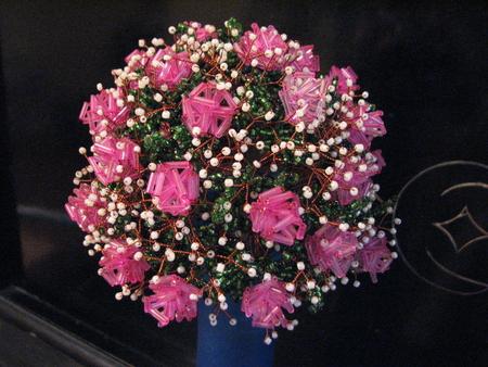Виды рукоделия.  Автор.  Бисероплетение.  Роскошный букет роз из бисера и стекляруса.