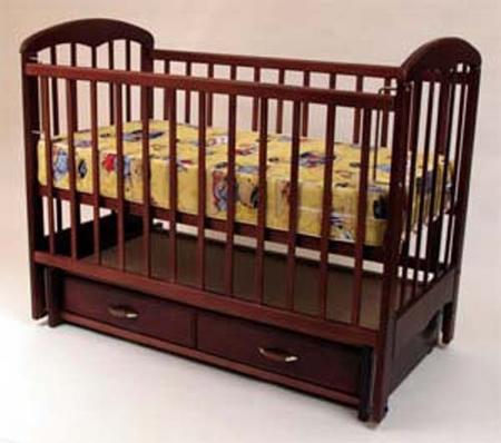Детская кроватка вынесла весь