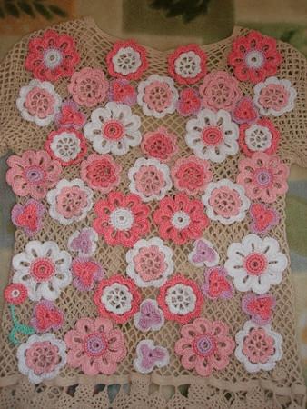 Кофточка вязанная из цветов