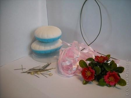 : Корзинка с цветами Булавка английская, Ленты, Мыло.  Фото 3.