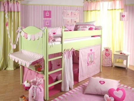 Toddler и двух ярусная кровать