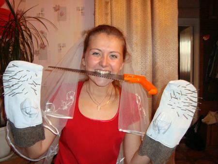 поздравление на свадьбу с пилой и ежовыми рукавицами