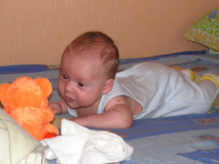 У новорожденого нет волос в переди