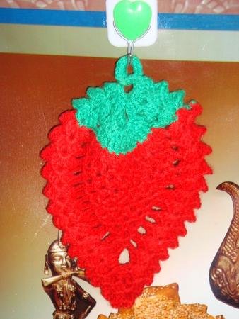 Вязание крючком прихватки-ягодки