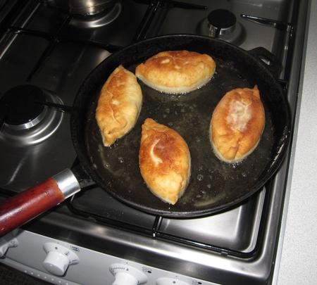 Жареные пирожки с капустой на сковороде пошаговый рецепт