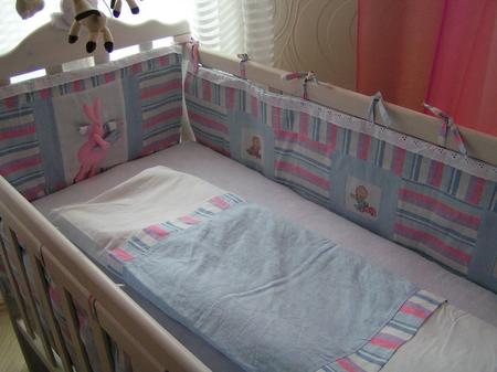 Бортики из подушек в кроватку своими руками