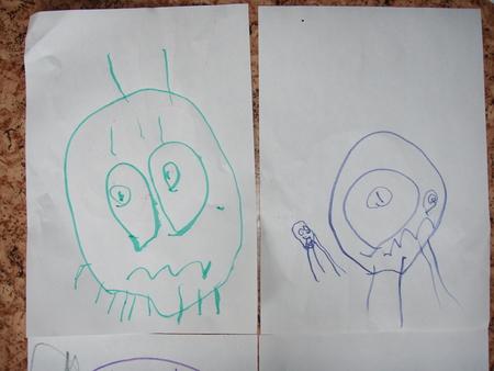 Ребёнок рисует головоногов