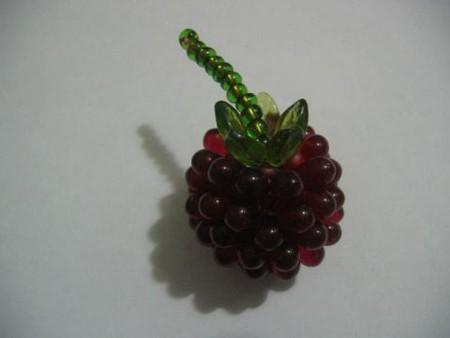 Ольга Олефиренко. рукоделие. если ягодок много.  Вот она ягодка, готова и выглядит очень даже аппетитно.