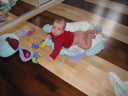 Выкладывание ребенка на живот