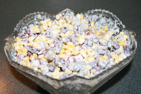 Салат с кириешками и фасолью и кукурузой рецепт пошагово