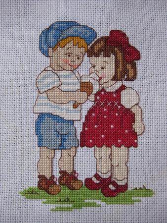 Я человек творческий.Каждый день что-нибудь делаю,вышиваю,плету из бисера,шью,вяжу,осваиваю бумагу-квиллинг и...