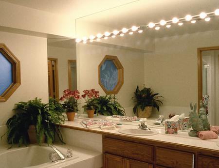Mirrored bathroom accessories