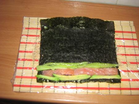 Как сделать суши роллы без коврика