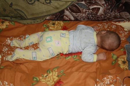 Как помочь ребенку при коликах в животе — советы врачей.
