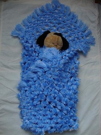 Плед для новорожденного из помпонов