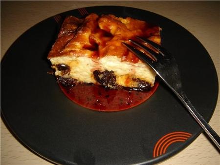 Десерт творожная запеканка с изюмом