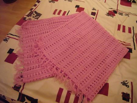 Цвет её зависит от пола малыша, для которого вяжется одеяльце, а также предпочтений самих родителей.