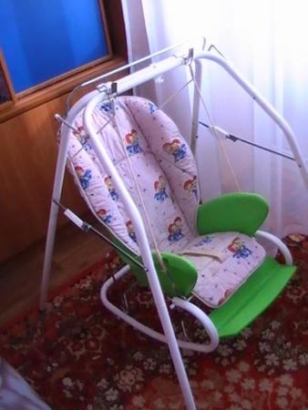 это кресло няня,разобранное,оно полностью нам пока не нужно пользуемся только шезлонгом.