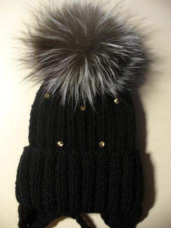 Схема вязаная шапка с косами и меховым пампоном.