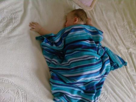пропилена ребенок первый раз уснул на животе термобелье